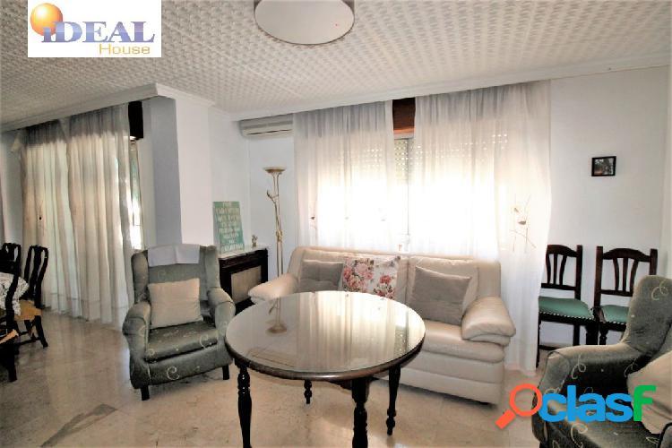 Gran piso en alquiler de 175 m2 en Emperatriz Eugenia con 4
