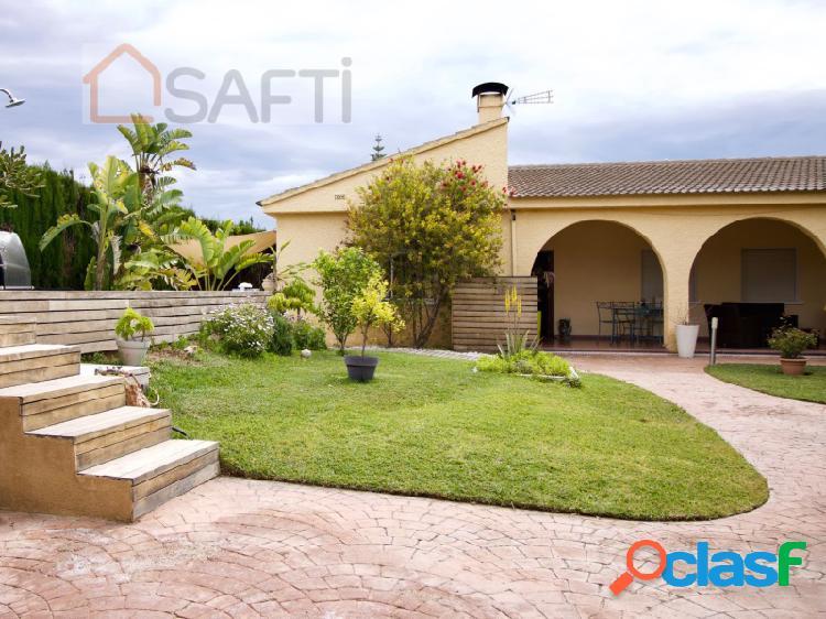 Hermosa villa ubicada en la urbanización residencial de La