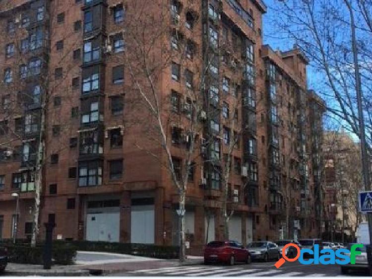 Local en alquiler y en venta en Madrid de 187 m2