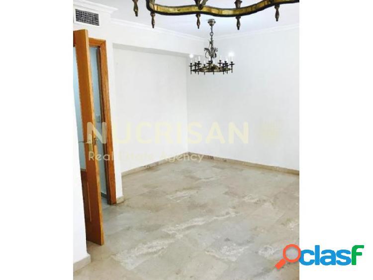 Se alquila piso en el Centro Tradicional, Alicante, Costa