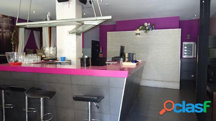 Se vende Restaurante recién reformado y bien decorado en