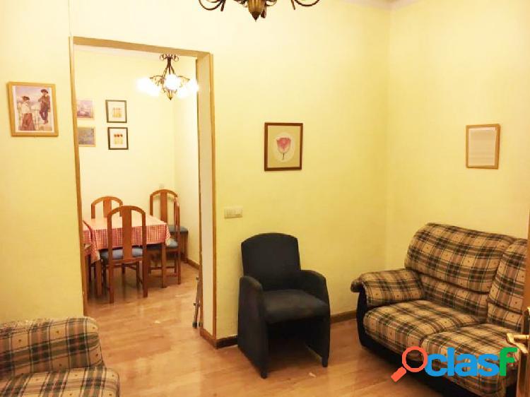 Urbis te ofrece un estupendo piso en Plaza San Cristobal,