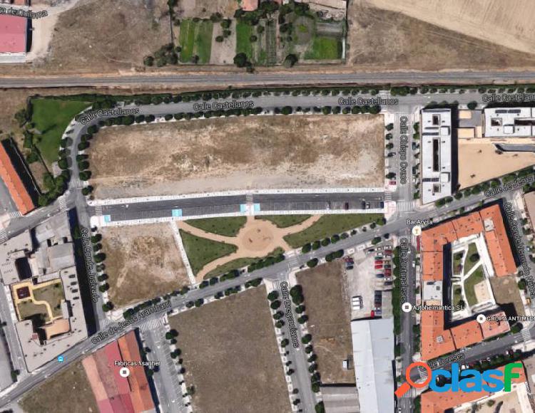 Urbis te ofrece una amplia parcela en zona El Rollo,