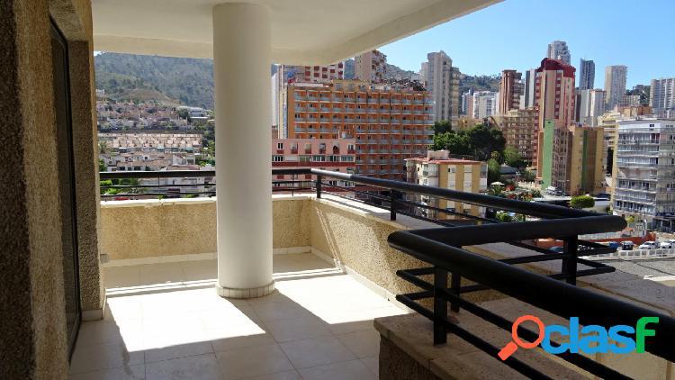 Acogedor apartamento de esquina con terraza 15 m2 en zona