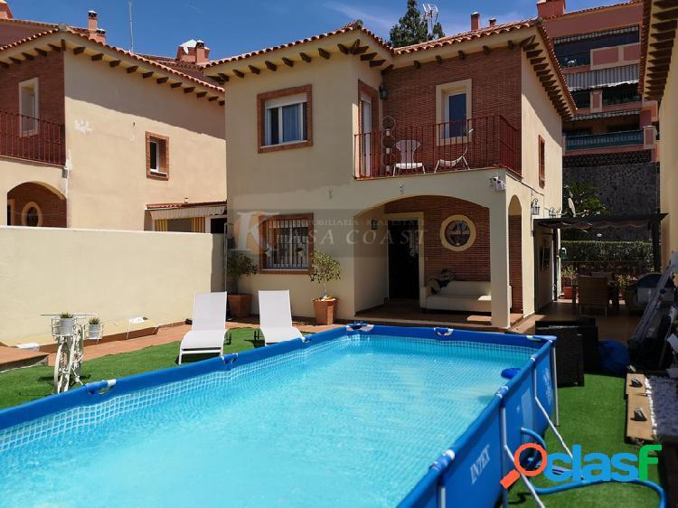Casa independiente en venta en Torreblanca, Fuengirola.