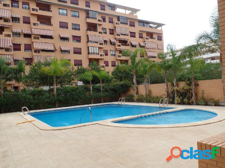 Se vende piso con urbanización en zona Sur de San Vicente.
