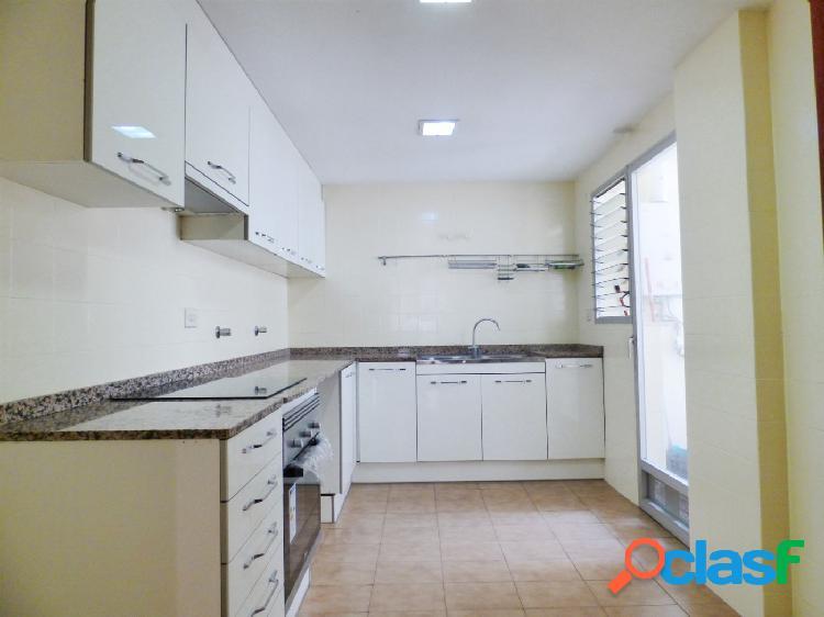 Vivienda de 4 habitaciones y dos baños completos con vistas