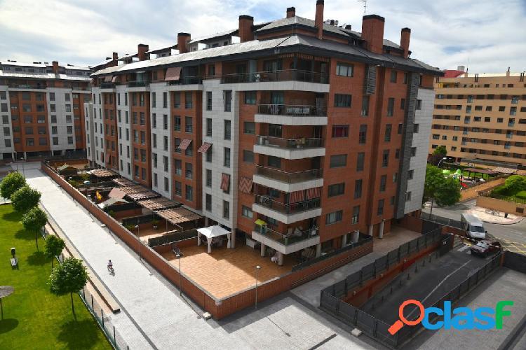 Zona Platino, Precioso piso en Urbanización privada, 3