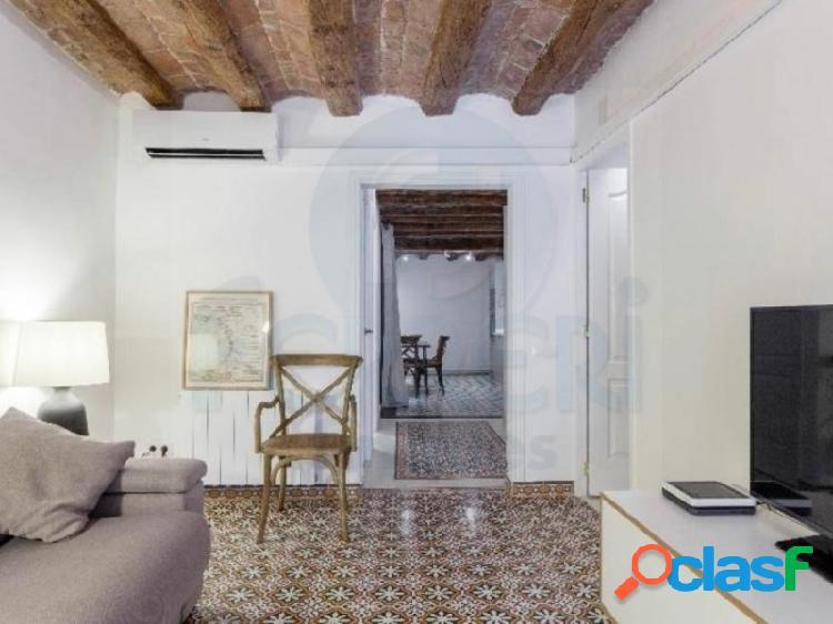 Acogedor piso de 84 m2 en el Barri Gòtic, junto a la Plaça