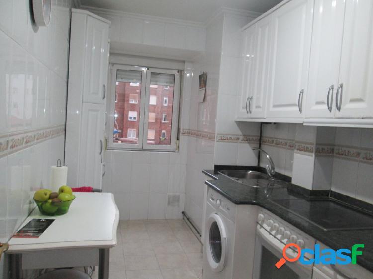 Alquiler de piso de 3 habitaciones en zona de calle