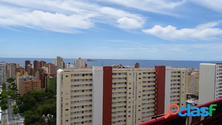 Amplio piso de esquina con terraza acristalada 26 m2 en zona