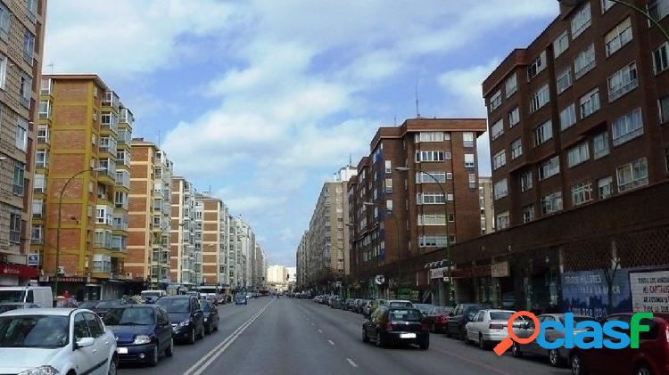 En Burgos. Calle Juan XXIII. Precioso apartamento recién