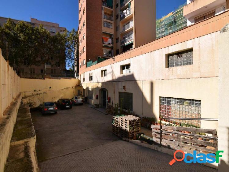 Local en Venta en Calle Torrent de Can Piquer, 14 - El