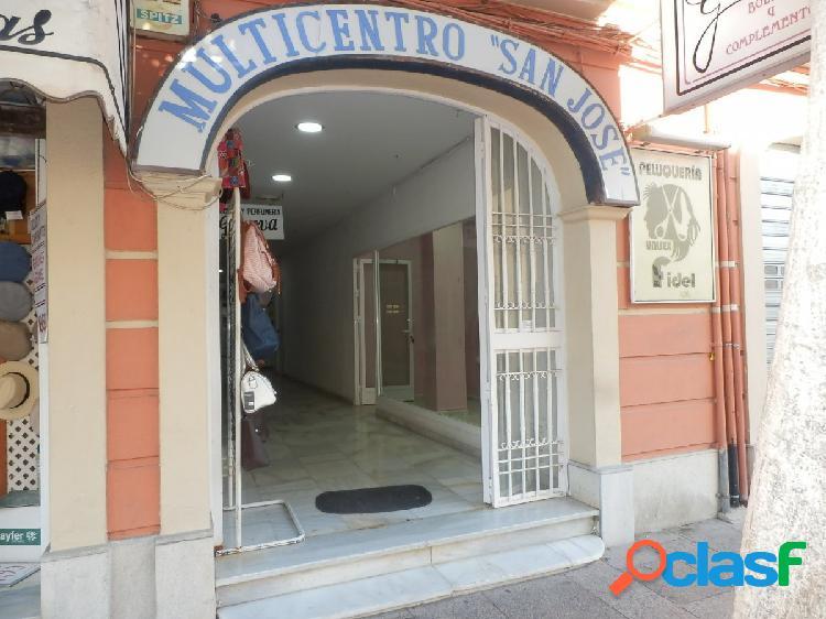 ¡Maravilloso Local muy bien situado en Calle Real !