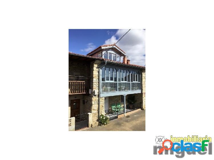 Se vende gran casa de piedra con jardín y cenador en