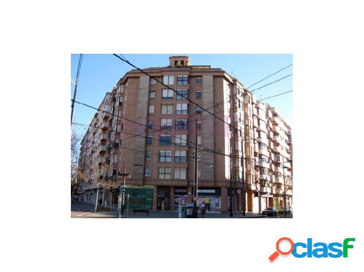 Se vende piso con plaza de garaje en zona ALMAZORA.