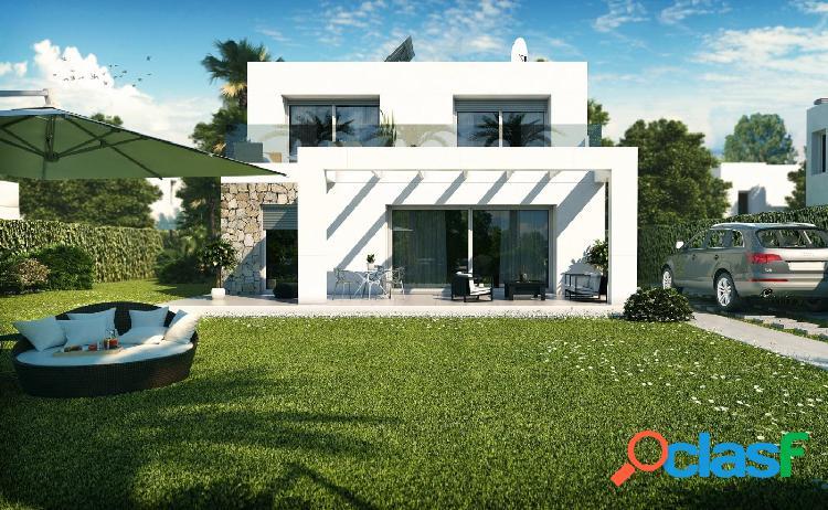 Villa de dos plantas de diseño moderno con jardín