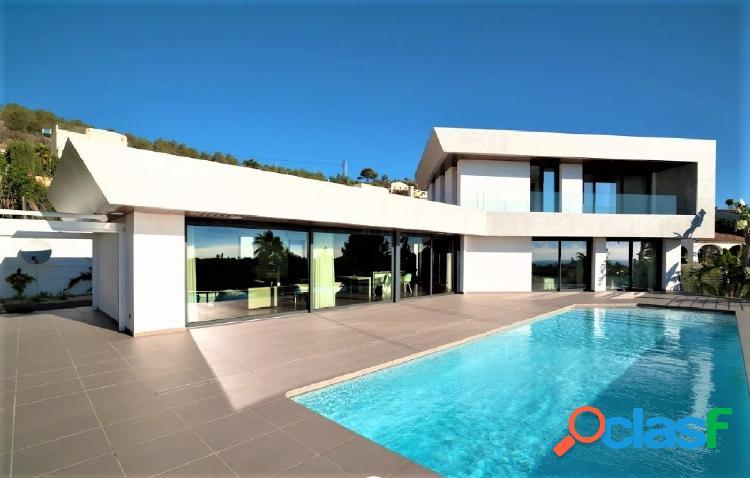 Villa de lujo de estilo moderno con increíbles vistas al