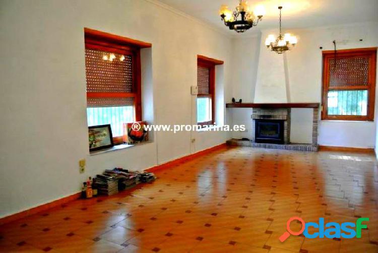 Alquiler de magnifica villa de estilo colonial.