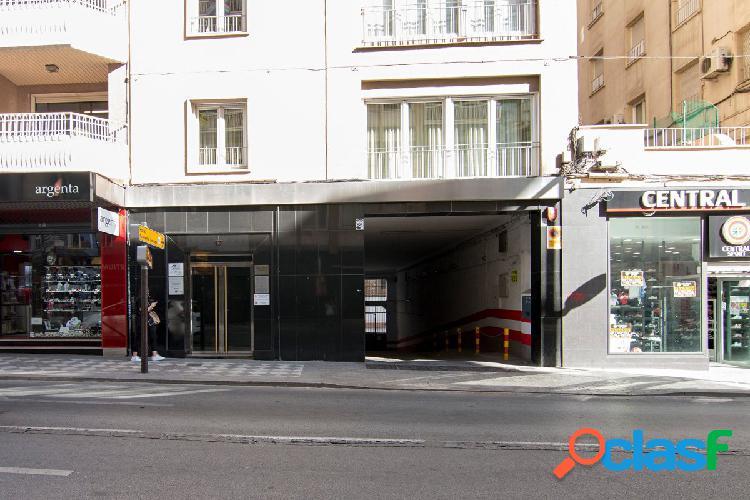 ¿Cansado de buscar aparcamiento en el centro de Granada?