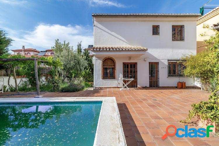 Casa Independiente en La Zubia. Gran garaje y piscina