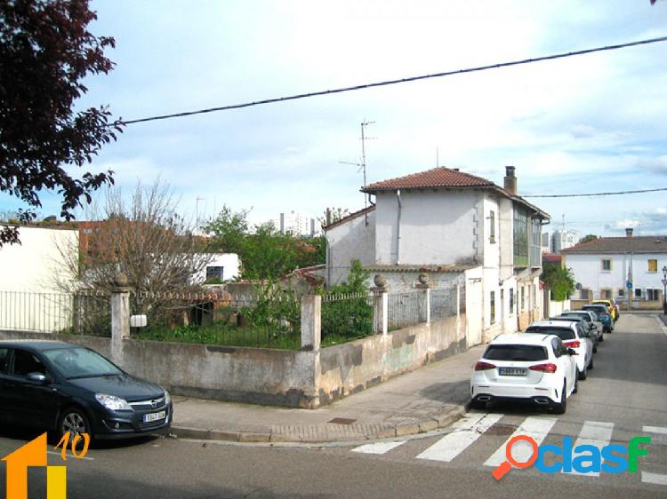 Casa con parcela en la barriada Illera