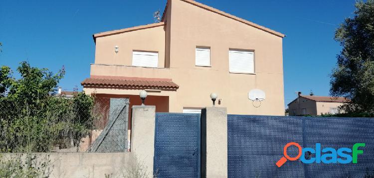 Casa independiente con piscina en Urb. L'Alzineta
