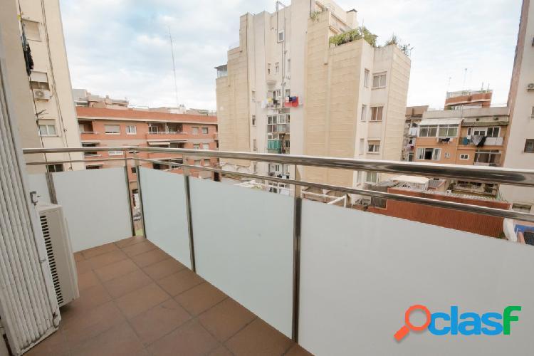 Gran oportunidad piso con terraza y parking en el Clot