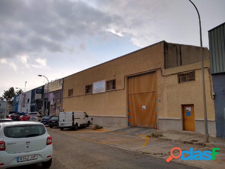 NAVE INDUSTRIAL 982 m2 A DOS CALLES. POLIGONO COSCOLLAR