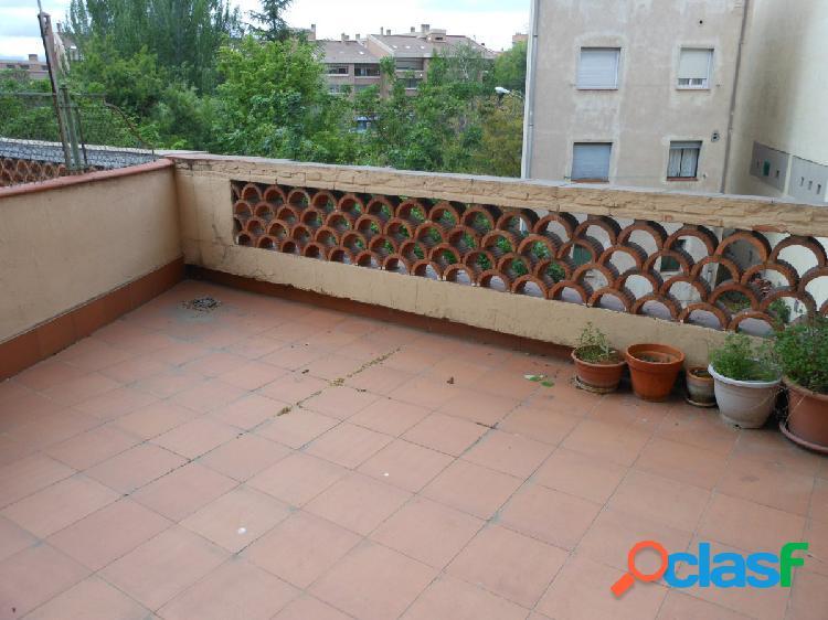 Piso céntrico con amplia terraza para disfrutar en verano