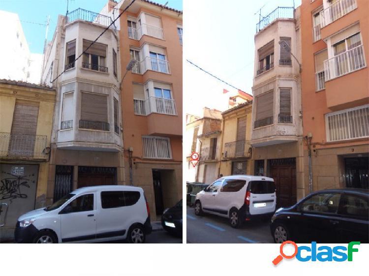 Se vende casa en pleno centro de Castellón para reformar.