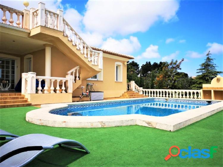 Villa en el Montgó con espectaculares vistas al mar y