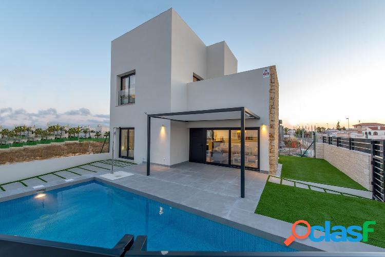 Villa esquinera de estilo moderno, lista para llaves, en una