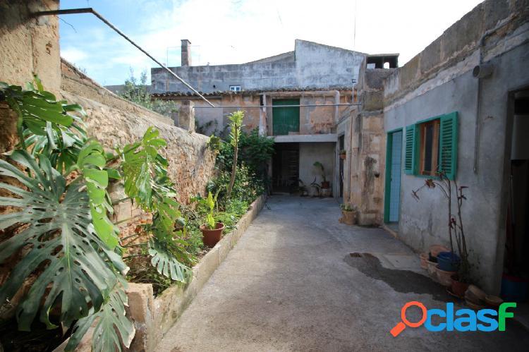 Casa de Pueblo a reformar con patio y garaje en Campos