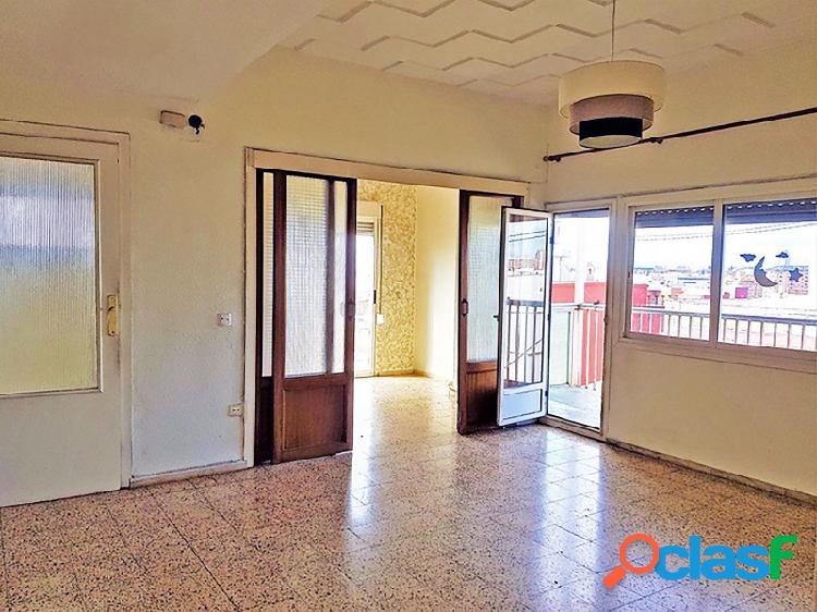 ¡Increíble piso todo exterior con terraza con excelentes