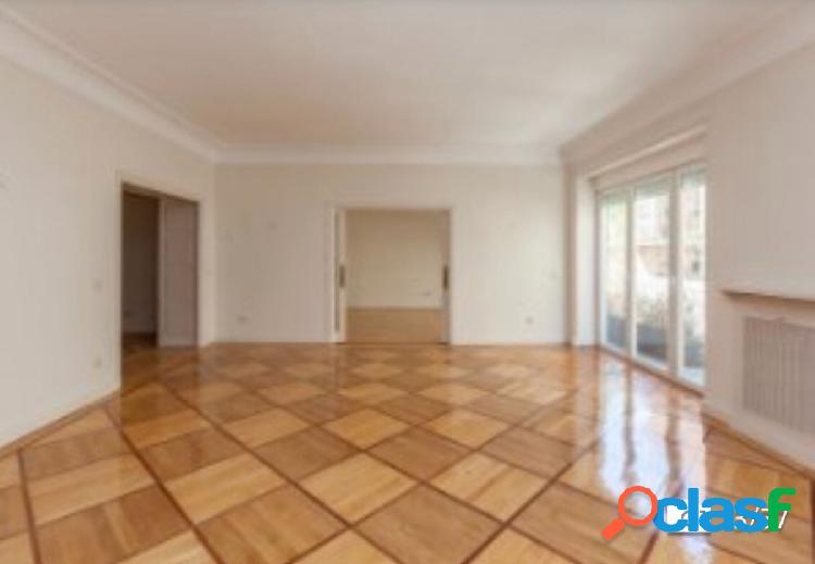 Magnífico piso en pleno corazón de Chamberí.