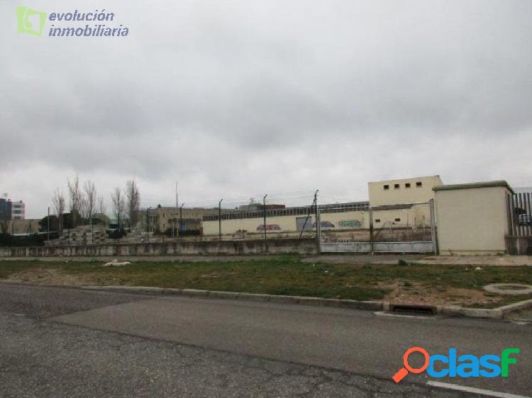 Nave industrial con terreno en Burgos zona Gamonal,