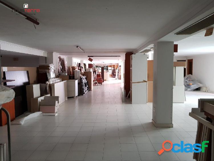 Se alquila local de 414 m2 en la zona Sur de San Vicente.