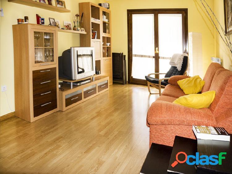 CAMPO. Precioso apartamento semi nuevo.
