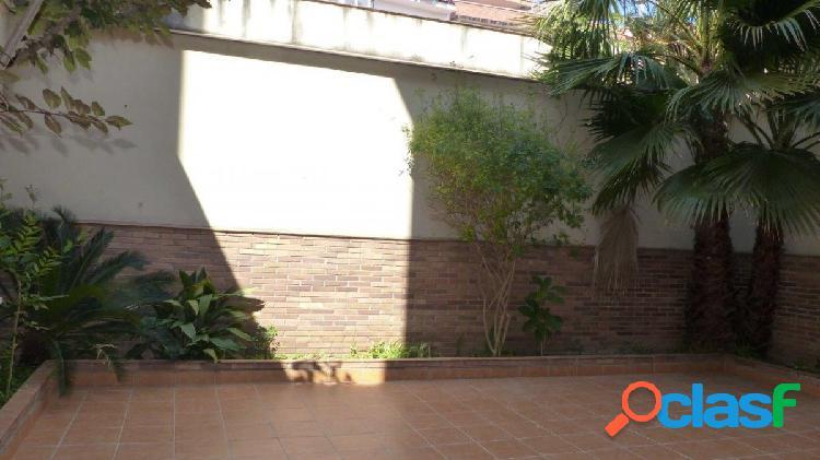 Dúplex de 4 hb. 2 baños, terraza de 58 m2, balcón y