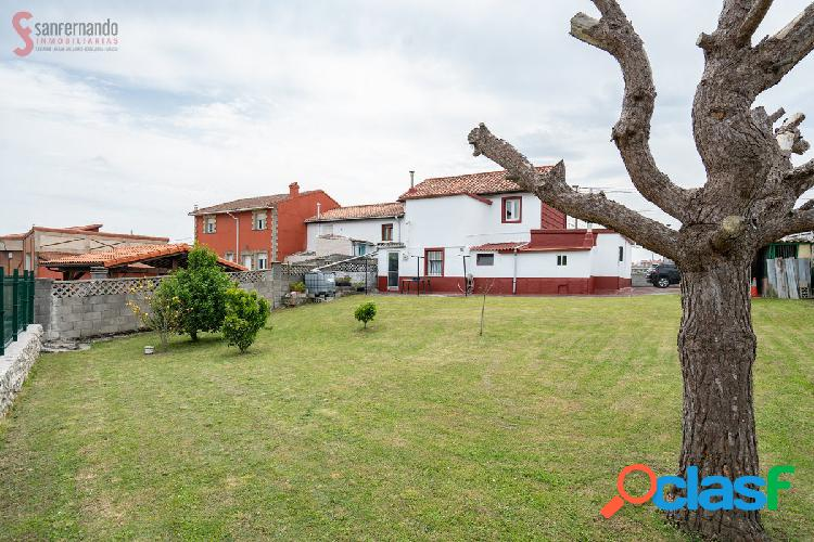 Se vende casa pareada con garaje y jardín en San Roman