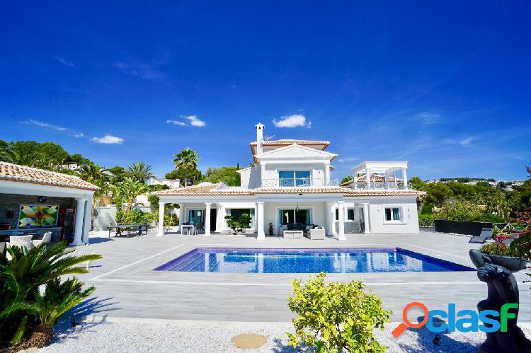 Villa grande, hermosa y de luj