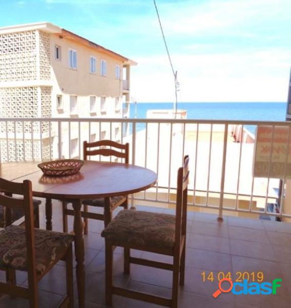 Apartamento con preciosas vistas al mar en la playa de
