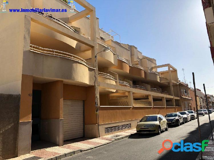 Espacioso y bonito piso con terraza en Roquetas de Mar