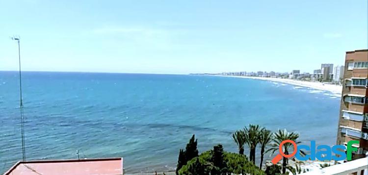 Piso con vistas espectaculares al mar, orientación sur.