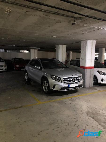 Amplia plaza de parking en el centro de Sitges