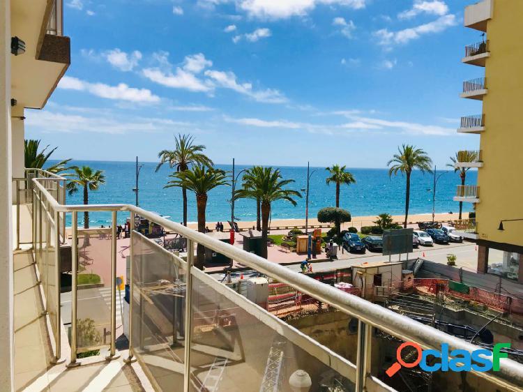 Amplio apartamento con vistas al mar frente a la playa de
