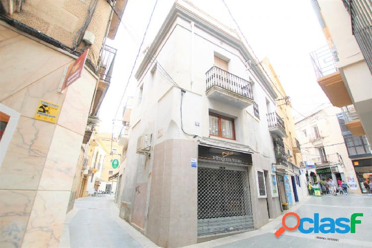 CASA CON LOCAL COMERCIAL EN PLENO CENTRO DE EL VENDRELL