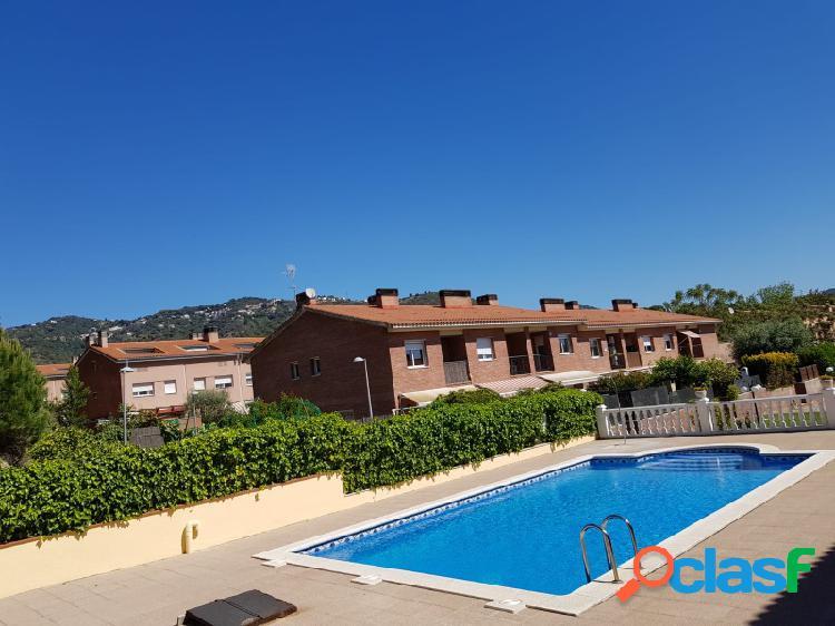Casa con piscina en el centro de Calella cerca de la playa a