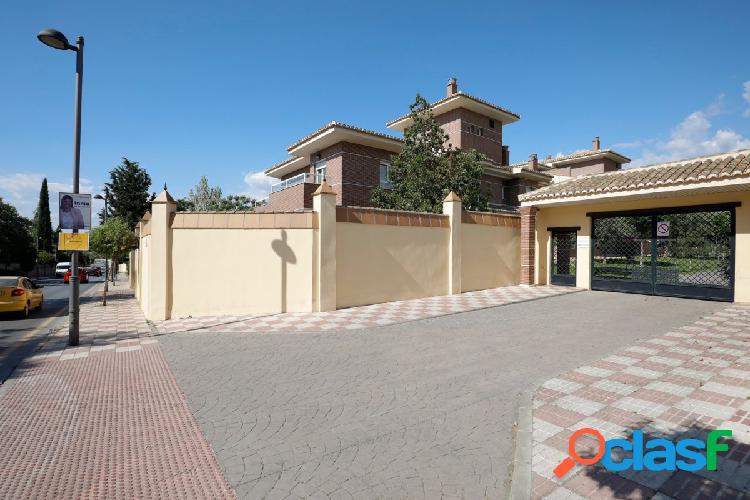 Espectacular piso en urbanización Santa Rita La Zubia